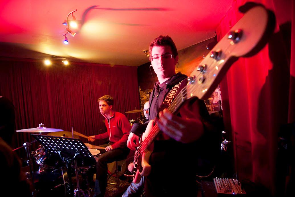 atelier basse music axion cours de guitare batterie basse chant rennes. Black Bedroom Furniture Sets. Home Design Ideas