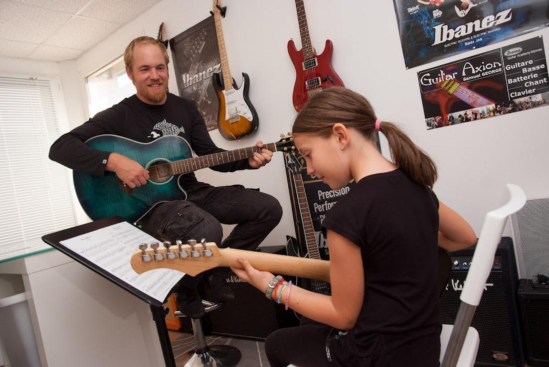 photos ecole music axion cours de guitare batterie basse chant rennes. Black Bedroom Furniture Sets. Home Design Ideas